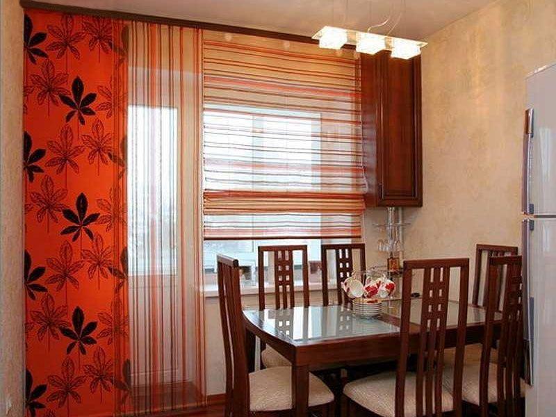 Если раньше предназначение кухонных штор в основном было в сокрытии происходящего от глаз прохожих, то сегодня кухонные занавески - это еще и предмет интерьера