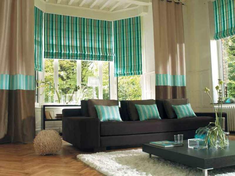 Полосатые шторы являются лучшим дополнением к дизайну интерьера гостиной, которую оформили в стиле ар-деко