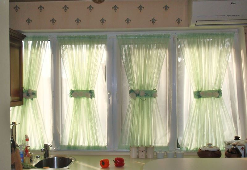 Натуральное полотно обычно изготавливается изо льна, хлопка, сатина или сочетания этих материалов