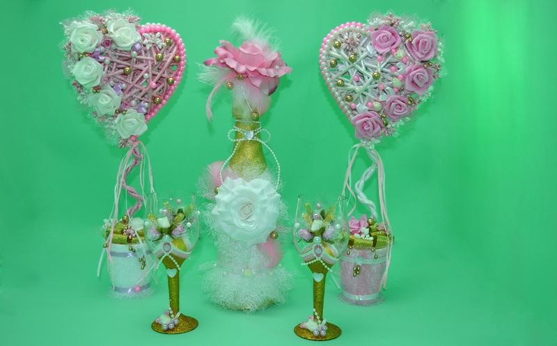 Топиарий на свадебное торжество можно создать своими руками и преподнести в виде подарка молодоженам