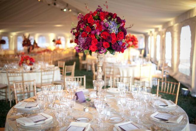 Если свадебный топиарий предназначен для украшения столов, то обязательно стоит учитывать общую тематику и цветовое решение праздника