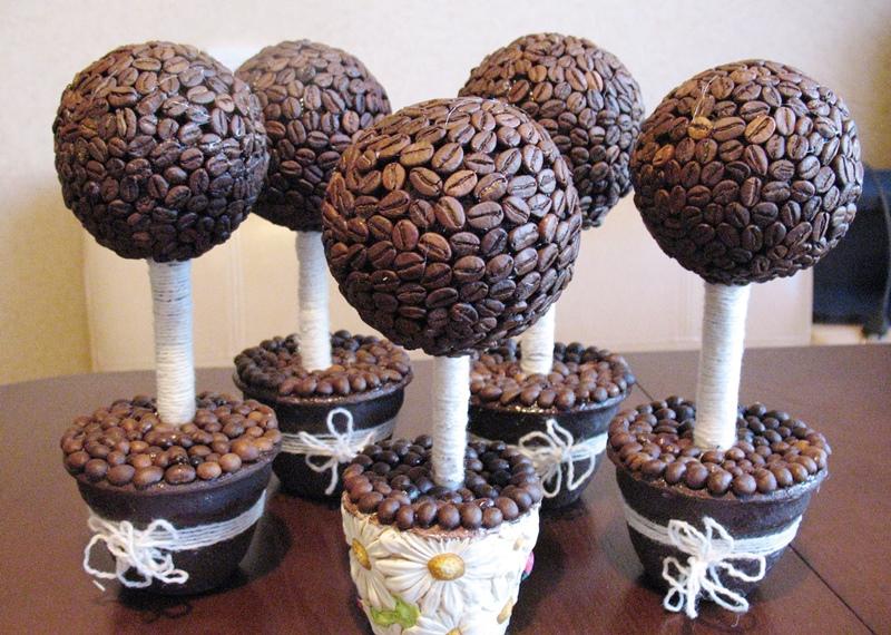 Удобный вариант для основы деревьев - это шар или конус из флористической пены - пиафлора