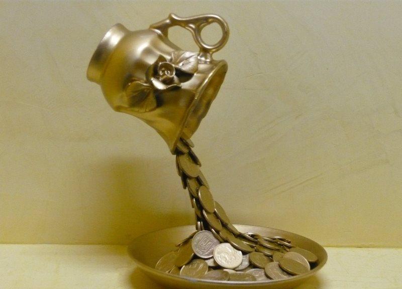 Денежная чашка, сделанная своими руками, подходит в качестве презента даже начальнику