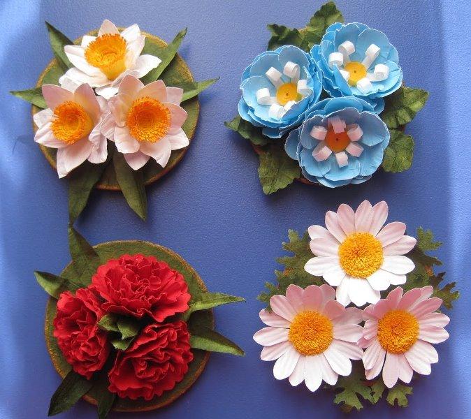 Особенно много фантазии можно вложить в топиарий магнит на холодильник, своими руками изготовленный в виде цветочных композиций