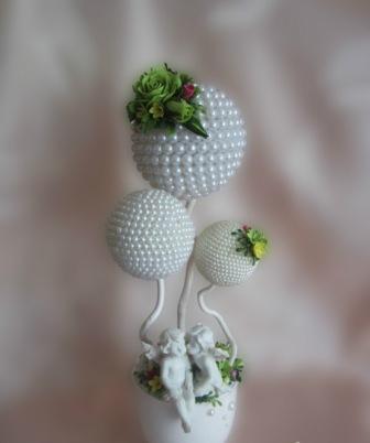 Топиарии из бисера являются одной из разновидностей искусственных деревьев счастья