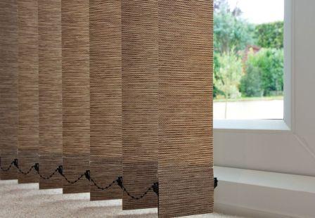 В обстановке интерьера квартиры или дома все чаще можно увидеть жалюзи вертикальные