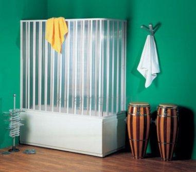 Пластиковые шторки станут надежной защитой вашей ванной комнаты от брызг