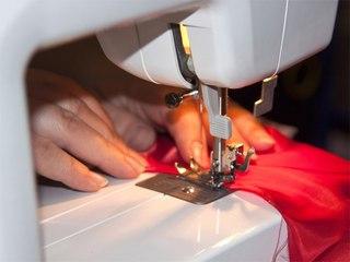 Пошив штор своими руками для гостиной, спальни и кухни является замечательным решением для бережливых и креативных домашних хозяек