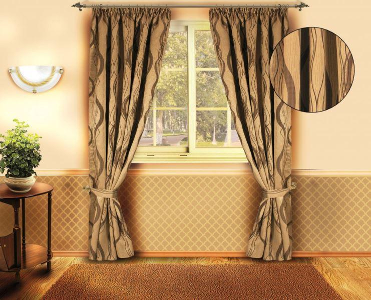 Чем меньше комната, тем более простыми по цвету и декору должны быть шторы