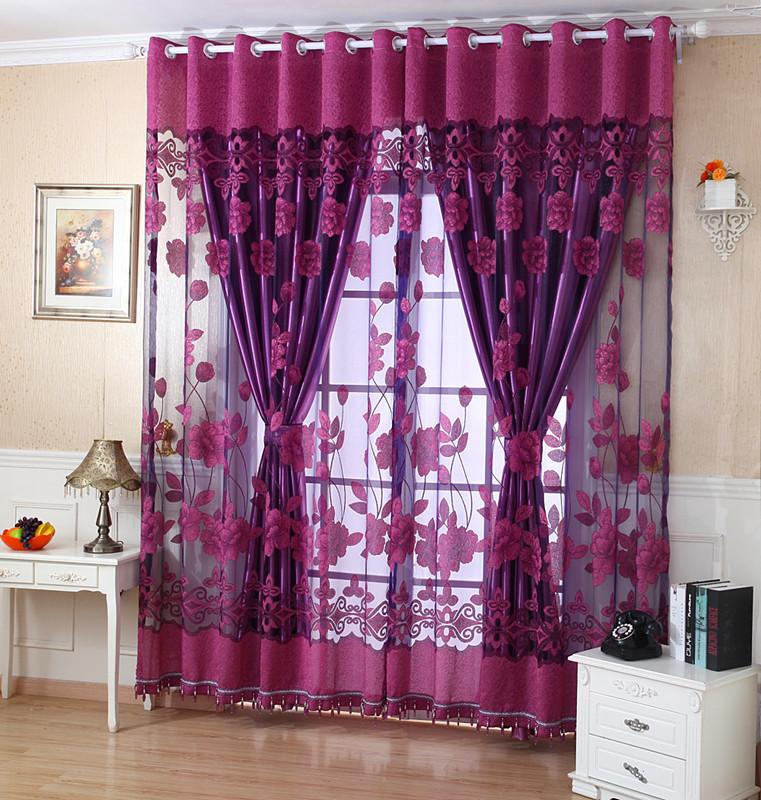 В светлом помещении лучше повесить самодельные шторы той же цветовой гаммы, если вы не желаете сознательно добиться контраста и привлечь внимание к окну
