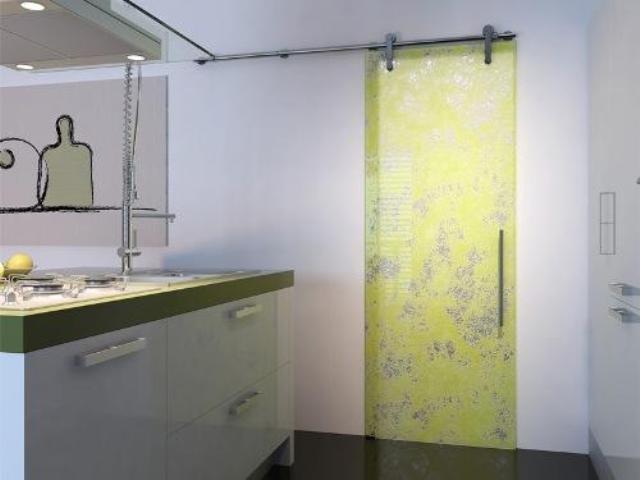 Раздвижные двери, которыми будет оборудована ванна или туалет, могут быть различных видов