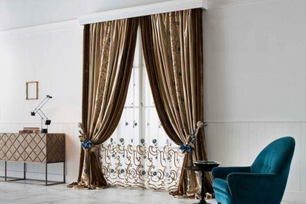 Итальянские шторы, даже будучи отдельным элементом интерьера, являются роскошным декором