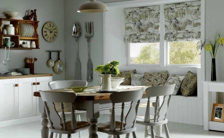 Современные дизайнеры все чаще применяют и рекомендуют использовать именно римские шторы в интерьере