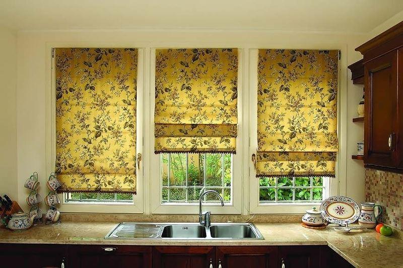 Существует большое количество римских штор для кухни (фото 3)
