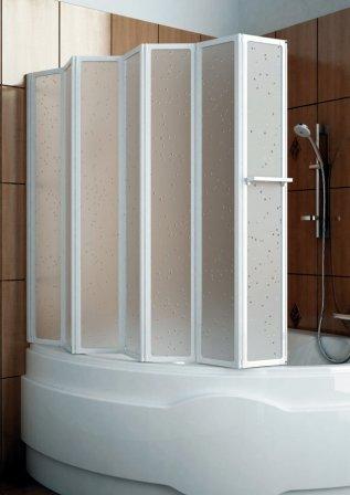 Раздвижные ширмы будут удобными при довольно объемных ваннах