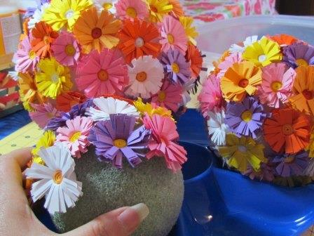 Изготовление топиария из цветов в качестве подарка, приносящего удачу, стало распространенным видом рукоделия