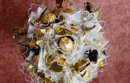 Топиарий из конфет - неожиданный, красивый и изысканный подарок к празднику