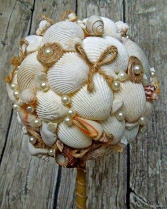 Дерево счастья несложно изготовить из любых подручных материалов, и раковины моллюсков, которые можно насобирать прямо на пляже, не являются исключением