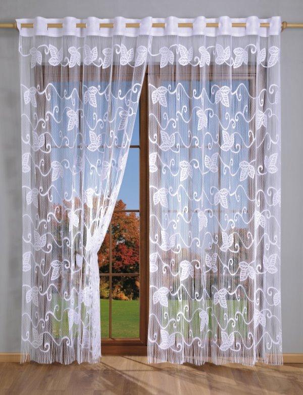 Тюль для гостиной выбирают для создания полной гармонии в комнате, поэтому ткань должна идеально вписываться в выбранный дизайн