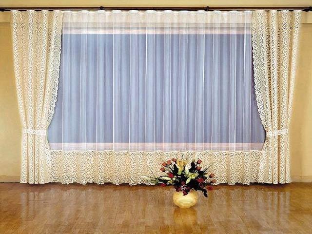 Тюль для зала способен придать комнате классическую экстравагантность