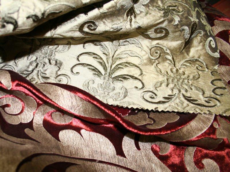 Среди тканей для штор известен с давних времен шелк