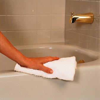 Для того чтобы ванна долго была гладкой и блестящей используется восковая полировка