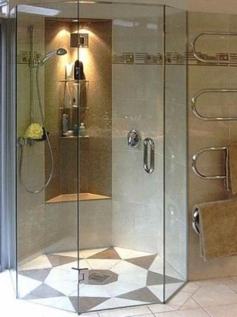 Можете приобрести прямоугольную, квадратную или угловую конструкцию, выбрать раздвижные или распахивающиеся дверцы, прямые или полукруглые – решайте сами
