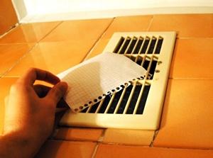Естественная вентиляция не всегда справляется со своими задачами в ванной и туалете