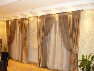 Шторы для зала - простой способ изменить интерьер центральной комнаты