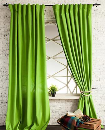 Подобные шторы зеленого цвета будут отлично смотреться в любом помещении