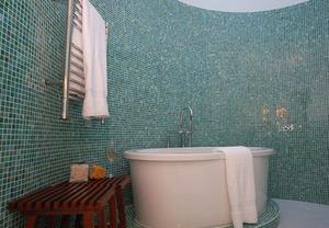 Как выглядит красивая плитка мозаика в ванной
