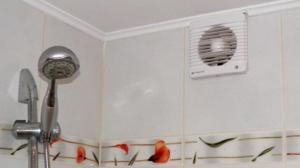 Хорошми решением будет установить вентилятор в вытяжку