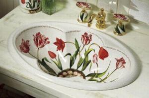 Любые предметы в ванной можно украсить в технике декупаж