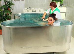Сеанс гидромассажа в ванной