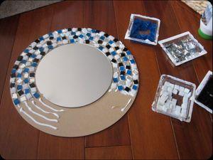 Декорирование зеркала в ванной комнате мозаикой